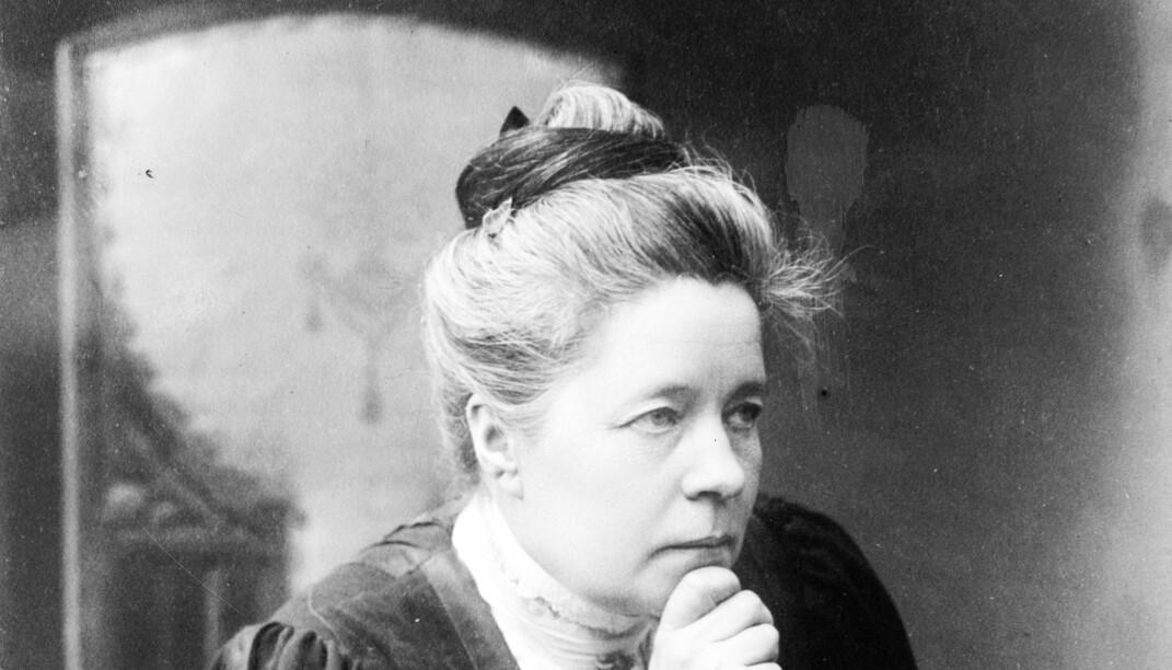 Selma Lagerlöf (t v) hadde et livslangt forhold til den seks år eldre forfatteren Sophie Elkan, som rundt århundreskiftet 1900 var en populær forfatter. Hun testamenterte alt til Selma da hun døde i 1921.