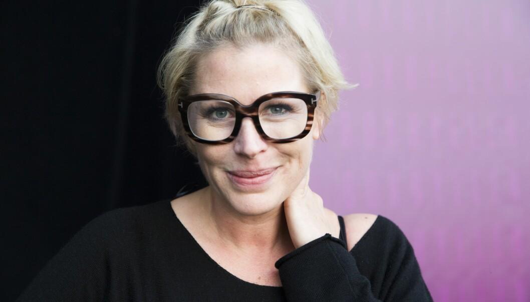 OSLO 20140913. Komiker Anne-Kat Hærland (med kokeboka Latterlig enkelt, latterlig godt) på hovedscenen under Oslo Bokfestival 2014.