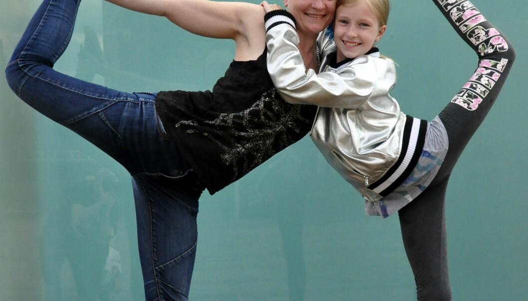 Natasha Sofiskaia (36). yoga og meditasjon-lærer, musiker og kjøkkensjef. Freya Sofiskaia (12), går i 5. klasse, og er elev på ballettskolen ved Den norske opera. Foto: Reidar Engesbak