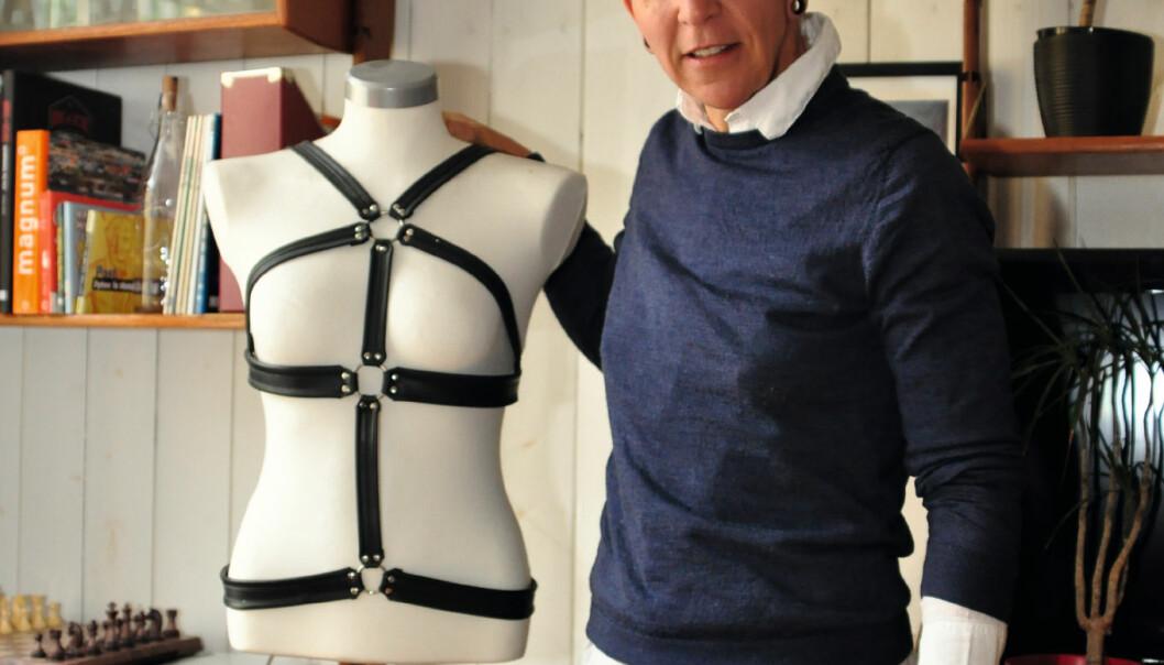 Harness har blitt trendy, og kjendisene bruker den på røde løpere. Selv har Kaja Glenne Lund brukt harness i mange år. Foto: Reidar Engesbak