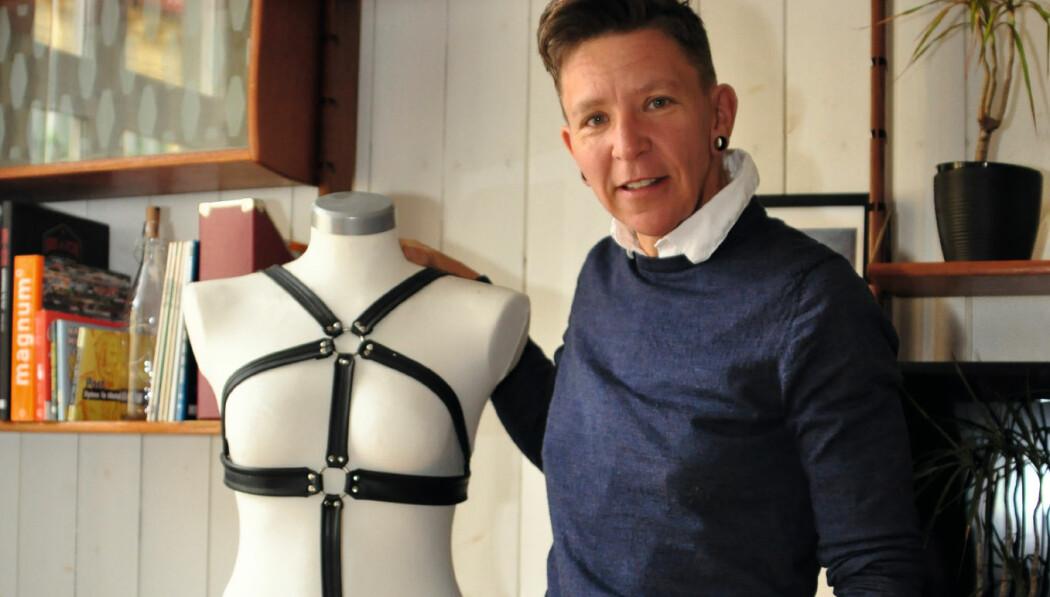 Harness har blitt trendy, og kjendisene bruker den på røde løpere. Selv har Kaja Glenne Lund brukt harness i mange år.
