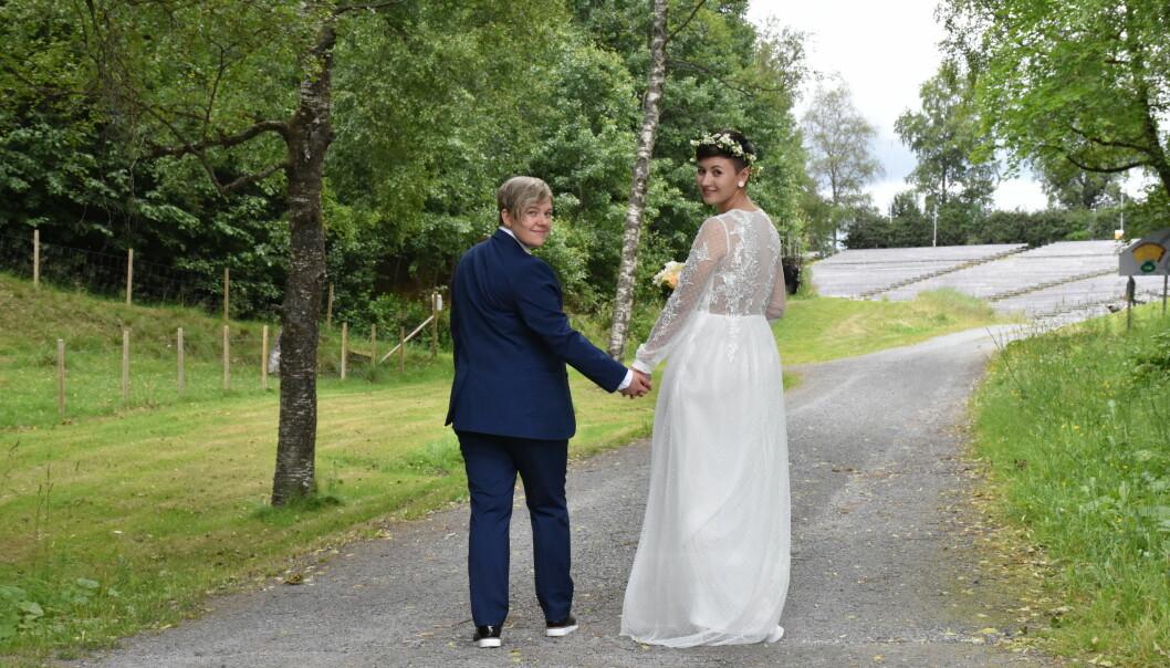 Martine Storhaug og Cecilie Kristine Aalberg vet de er heldige som har fått lov til å gifte seg. Slik er det ikke i alle land. Privat foto.