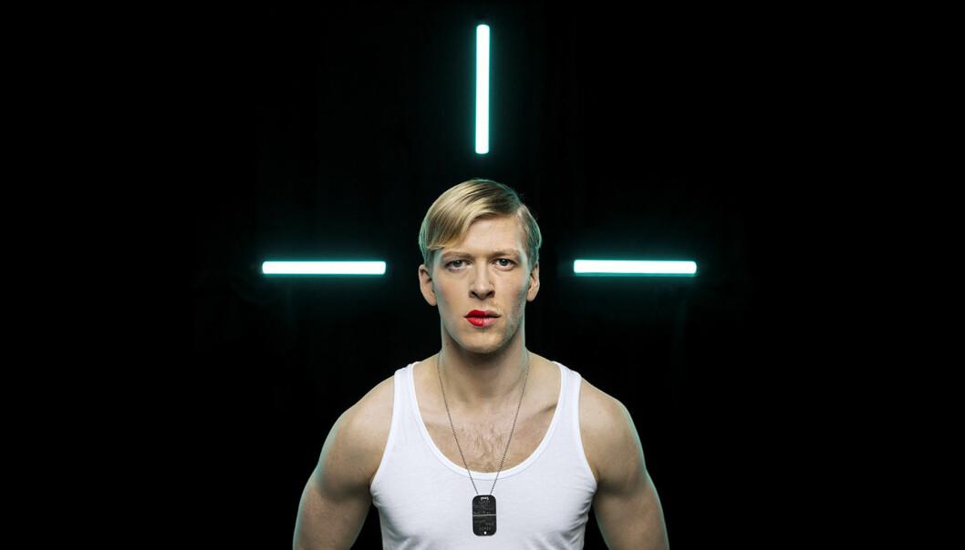 Petter Winther spiller rollen som Chelsea Manning på Vega Scene. Foto: Johnny Vaet Norskog.