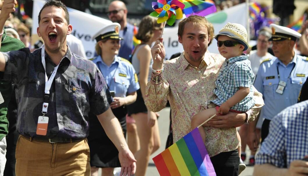 Yonas Bennour og tidligere leder i FRI Oslo og Akershus, Hans Heen Sikkeland, i Oslo Pride-paraden i 2017. Foto: Reidar Engesbak.