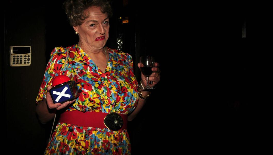 Muttern er klar for jurytjeneste og har sin egen «rød knapp» om det skulle vise seg å være nødvendig. Foto: Reidar Engesbak.