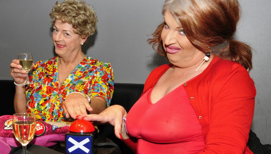 Mor og datter tar jurytjenesten på alvor. Foto: Reidar Engesbak.