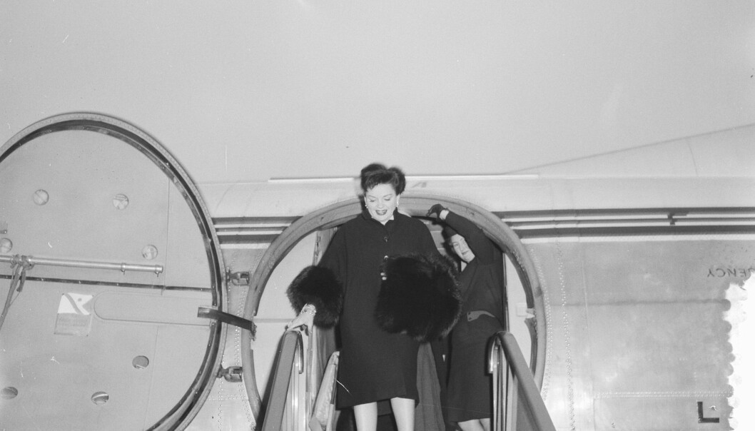 Judy Garlands annkommer Amsterdam i 1960. Den nye filmen «Judy» lover å ta publikum med bak regnbuen i livet til verdensstjernen. <br>FOTO: LINDEBOOM, HENK / ANEFO