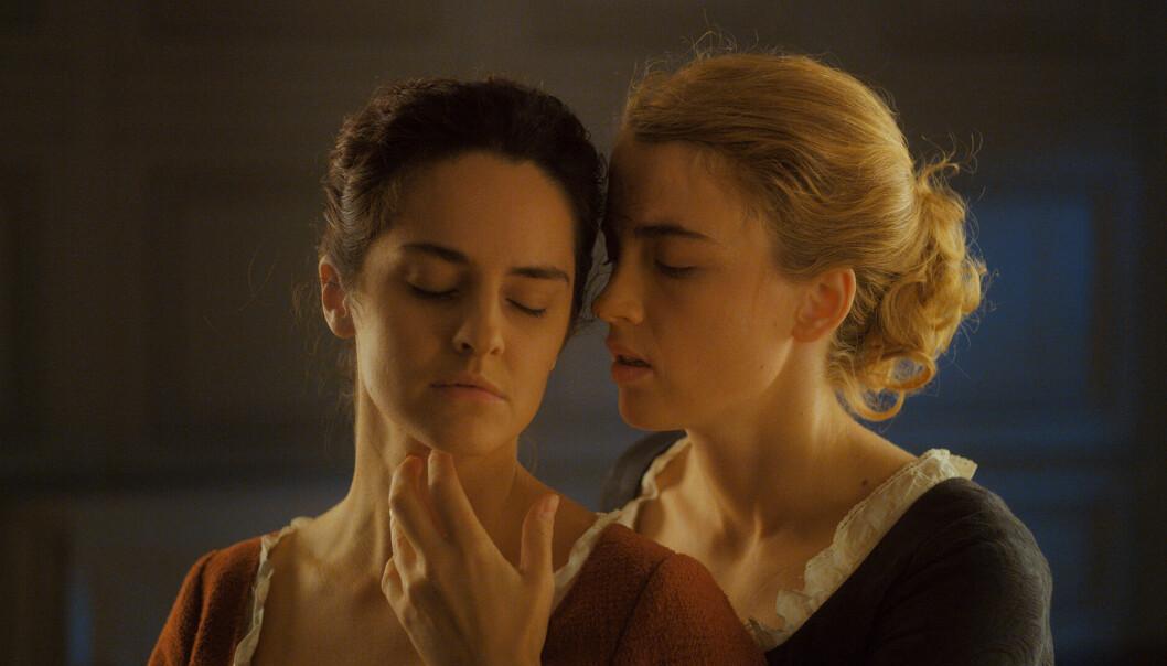 «Portrett av en kvinne i flammer» forteller kjærlighetshistorien mellom unge Héloïse (Adèle Haenel) og maleren Marianne (Noémie Merlant). – Vi brukte ordet lesbisk veldig bevisst i vår markedsføring, at ordet lesbisk er sagt av lesbiske, er viktig for oss, sier Celine Sciamma.