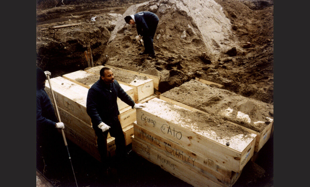 Hart Island inmates burying the dead during the AIDS epidemic in NYC