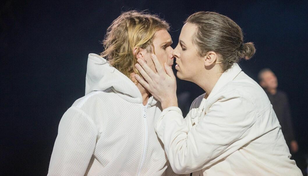 Olve Løseth (Jesus) og Mads Bones (Judas) i Jesus Christ Superstar på Trøndelag Teater.