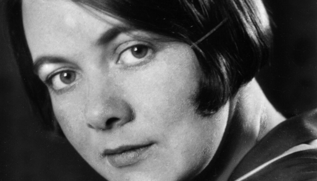 I sin mest selvbiografiske roman, «Kris» (1934), skildrer Karin Boye kjærligheten mellom to kvinner eksplisitt.