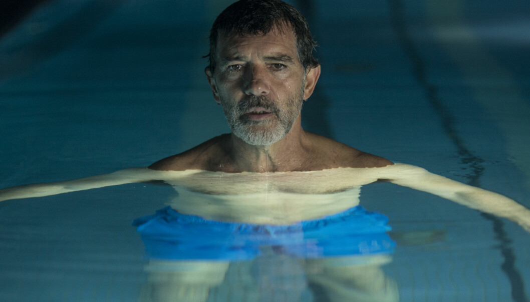 Anmeldelsene har vært gode, og særlig får Antonio Banderas som spiller den aldrende filmskaperen, skryt.