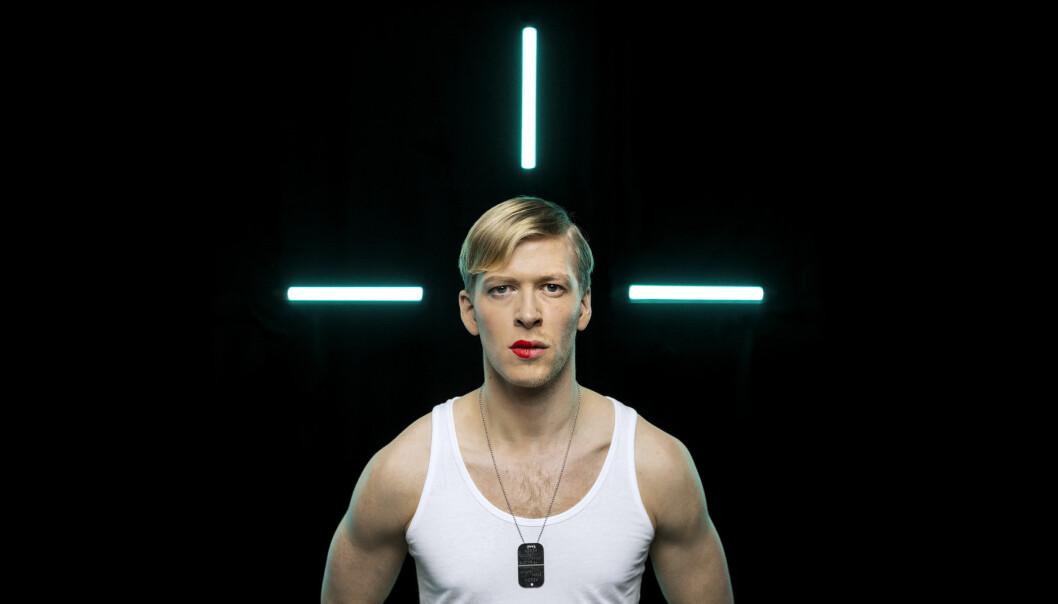 Petter Winther (31) spiller Chelsea Manning på Vega Scene i Oslo.