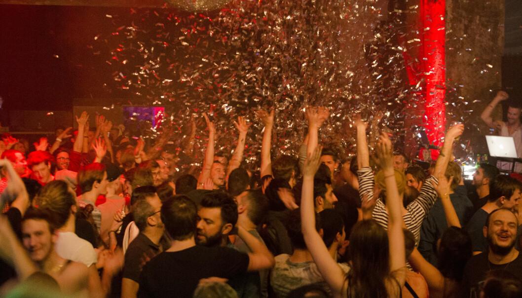 På den 25 timer lange åpningsfesten på klubbens nye adresse i Rollbergstrasse for seks år, spilte 56 DJs en Schwuz-mix av indie , pop, retro-kitsch og elektro. Men folk oppsøker også klubben for kunstinstallasjoner, debattkvelder, levende musikk, mat og kaffe.