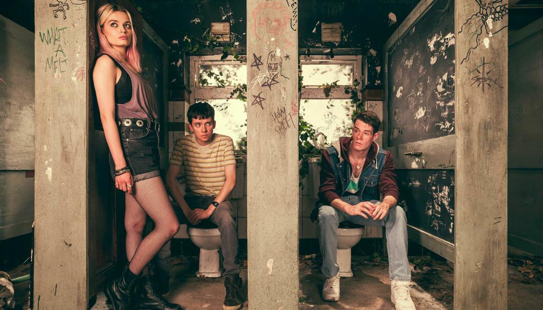 Emma Mackey som Maeve, Asa Butterfield som Otis og Connor Swindells som Adam.