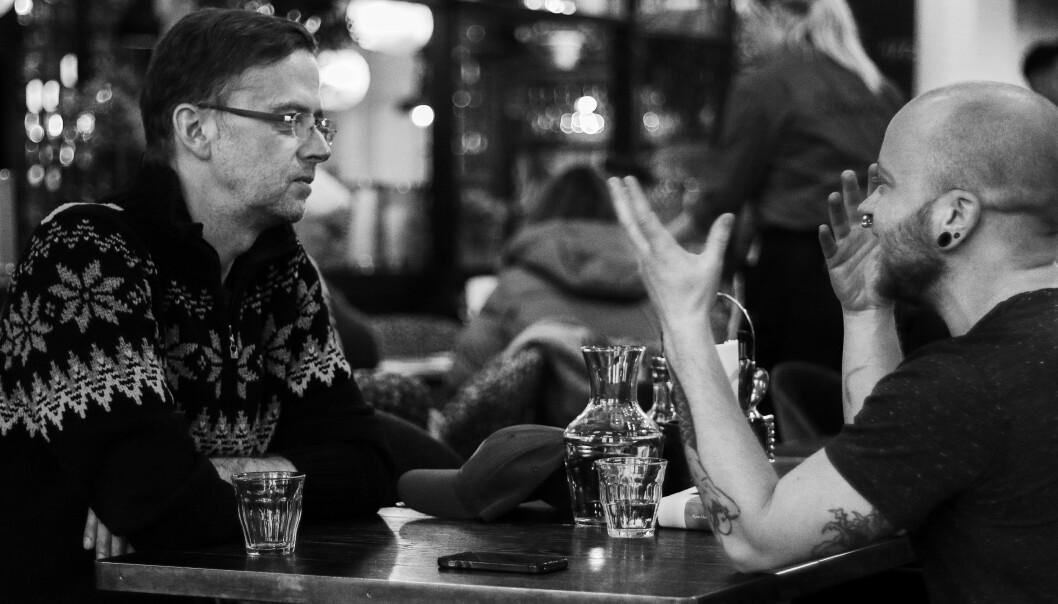 Luca Dalen Espseth (t.h.) har vært svært synlig som trans i Norge som aktivist, samfunnsdebattant og som Rådgiver for kjønnsmangfold i FRI. Han er også kjent fra dokumentaren «Mann uten penis» på NRK. For Blikk har han intervjuet Bjarte Klakegg om romanen «Ninkolai».