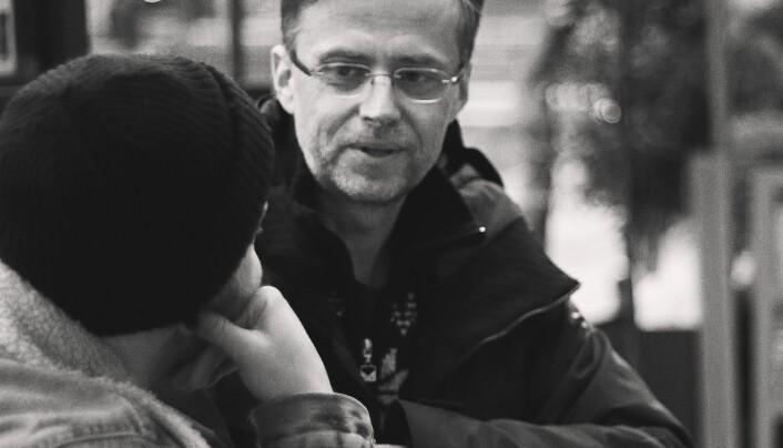 Bjarte Klakegg har skrevet en roman med en transkjønna hovedperson. I sin første bok «Heliumhjarte», het han Nina i en av fortellingene, i romanen «Ninkolai» får vi vite at Nina er trans, og er på vei til å bli Nikolai.