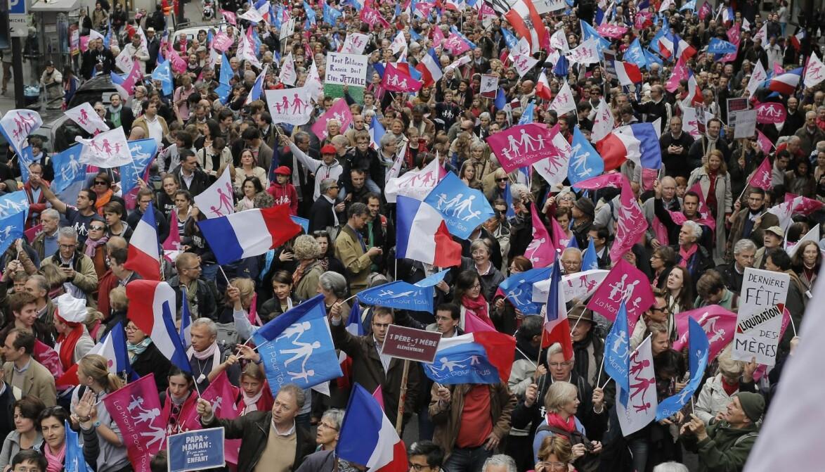 Hundretusenvis av motstanderne av lhbt-rettigheter,  homoekteskap- og adopsjon demonstrerte i gatene i Paris en  uke etter at Frankrikes nye ekteskapslov trådte i kraft i mai 2013.