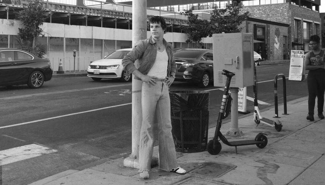 Fra kunstneren Ben Cuveas bildecollage «Reinserted». I serien limer han inn arkivbilder av sexarbeidere inn  i dagens bybilde.