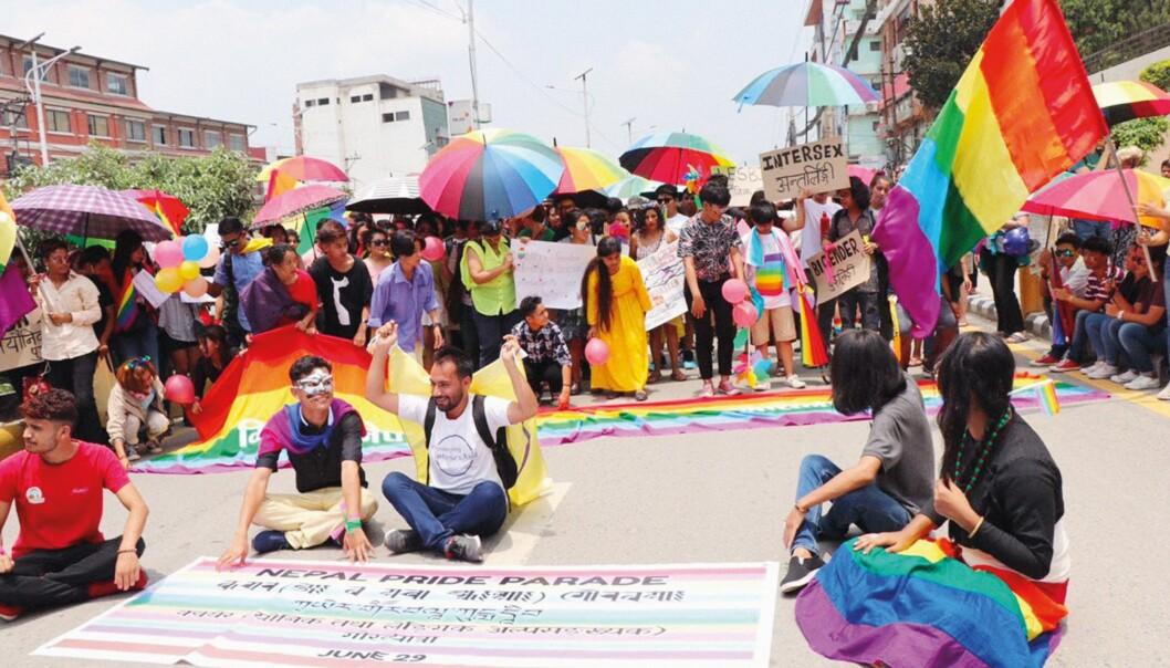 – Mange av dem begrepet er ment å omfatte, vil uansett ikke identifiserer seg med et tredje kjønn, sier Kyle Knight fra Human Rights Watch. Bildet er fra Nepal Pride i 2019.