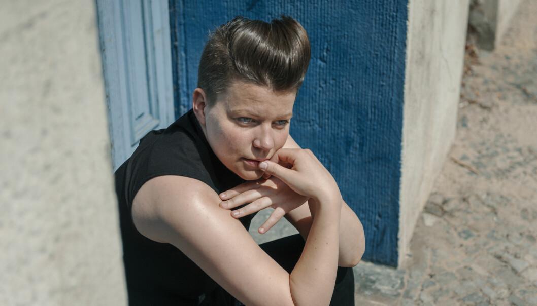 Låta «Sing To Me» på debutplata handler ifølge Julie Falkevik Tungevåg om å føle seg fanget et sted man ikke hører hjemme, og ikke være sterk nok selv til å fjerne seg fra situasjonen eller personen.
