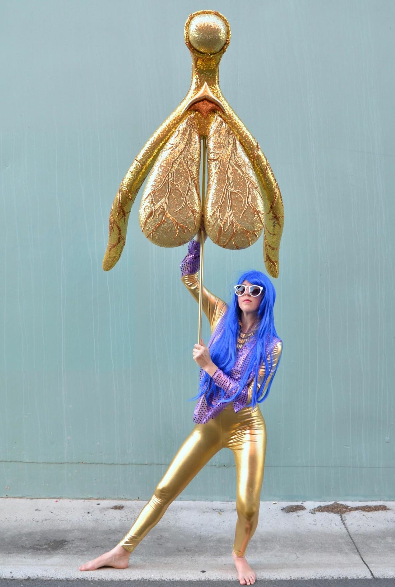 Den australske performancekunstneren Alli Sebastian Wolf har laget kunstverket «Glitoris», en gullklitoris i størrelse 1:100 med paljetter og glitter, fordi hun mener uvitenheten om det kvinnelige kjønnsorganet er for stor.