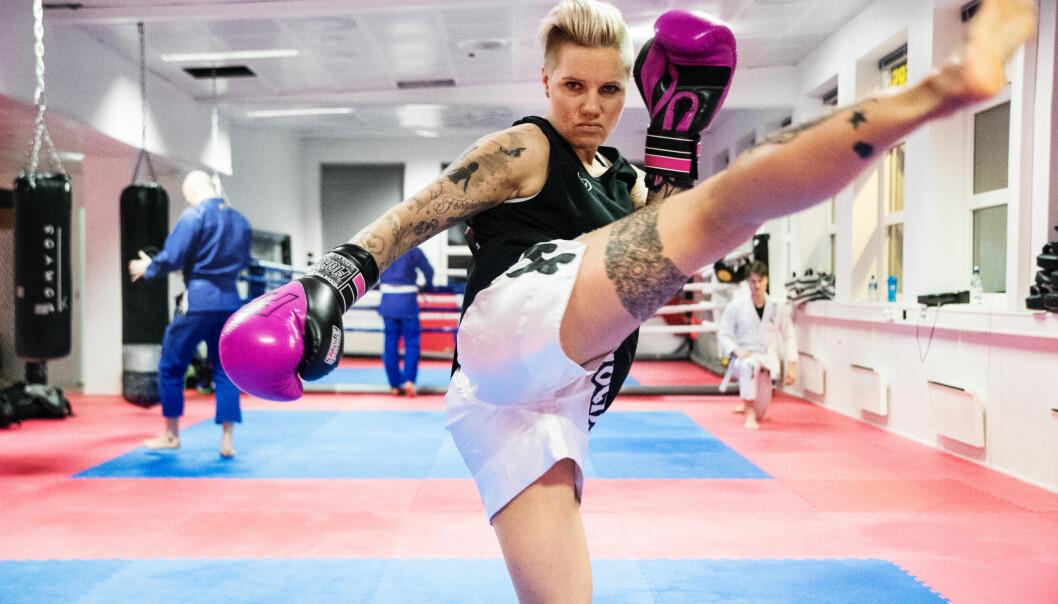 Marianne Humberset bruker all sin ledige tid utenom jobb på thaiboksing og trening. Hun står oppført med tolv seire av femten spilte thaiboksekamper.