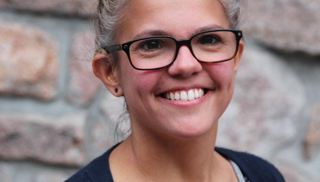 – Mange av artiklene handler om storsamfunnets hindringer, om tegnspråktolkesystemet og om døve som ikke slipper inn i arbeidslivet, forteller Jannicke B. Kvitvær, redaktør i Døves Tidsskrift.