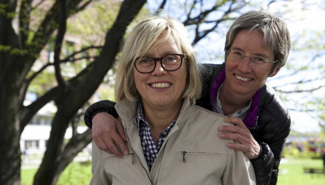 Helle Nyhuus (t v) og May-Britt Stoen var 22 og 24 år gamle da de reiste Norge rundt og misjonerte lesbiskhet sommeren 1988.