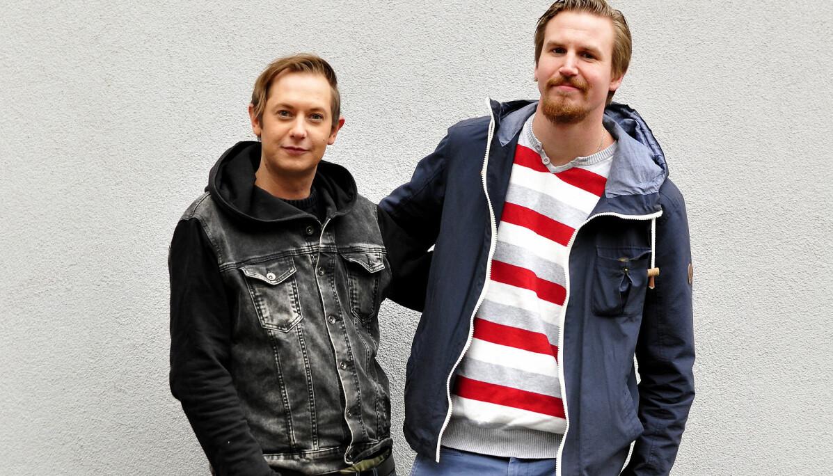 Kristian Domenic Blix ( t v) og Roy Andre Larsen har samme mor, men forskjellige fedre. Moren deres døde i 2012, uten å ha funnet Kristian som ble adoptert bort da han var åtte måneder gammel.