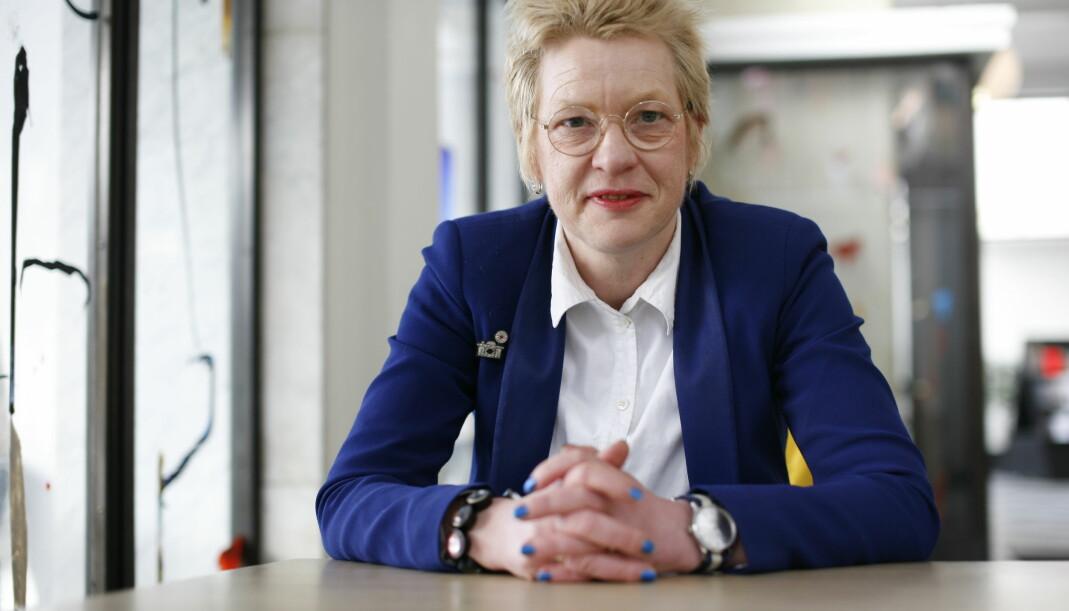 I 2011 ble Beate Grimsrud den første forfatteren som noensinne er blitt nominert til Nordisk råds litteraturpris fra to land, både Norge og Sverige, for romanen En dåre fri. Grimsrud skriver alle bøkene sine både på norsk og svensk.