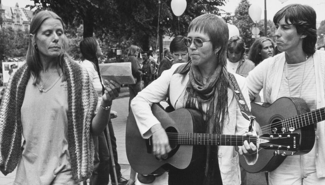 I 1982 sang og spilte Karin Enderud i toget sammen med Ulla Andersen (tv.) og Turid Pettersen.