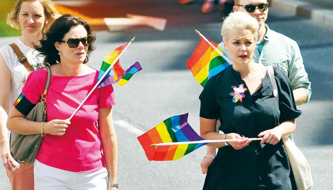 Likestillings- og inkluderingsminister Solveig Horne fikk en kake i ansiktet da hun gikk først i Oslo Pride-paraden i 2016 sammen med blant annet nyvalgte FRI-leder Ingvild Endestad. – Dessverre ble det ingen større debatt i kjølvannet av hendelsen, sier Elisabeth Lund Engebretsen, som mener den må ses i sammenheng med FrP-statsrådens åpning av Europride i 2014.