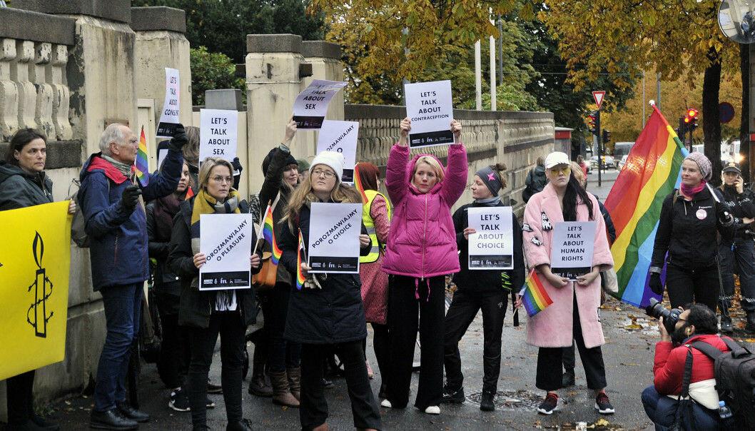 I oktober i år samlet FRI, Amnesty International Norge og Den norske Helsingforskomité aktivister utenfor den Polske ambassaden i Oslo