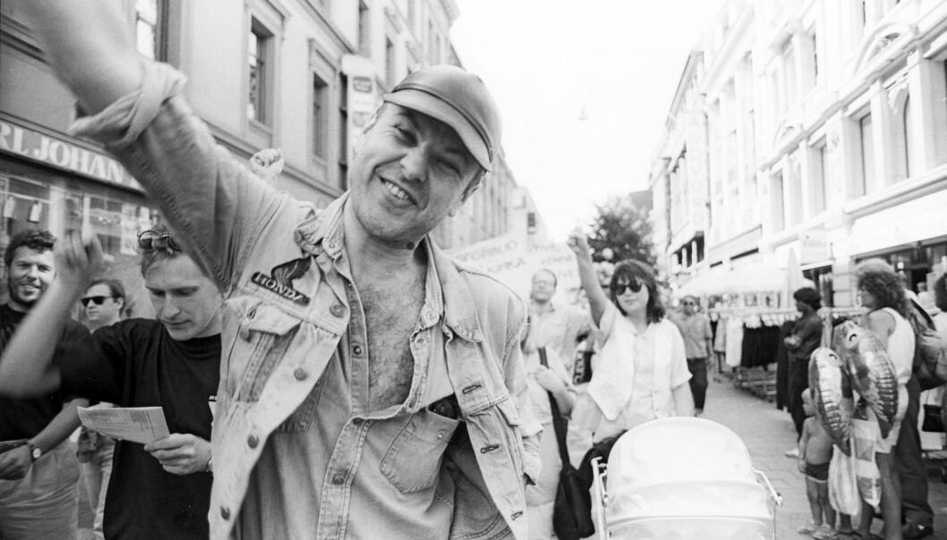 1990: Svein Skeid sang i homotoget i det nystartete koret Homofonien.
