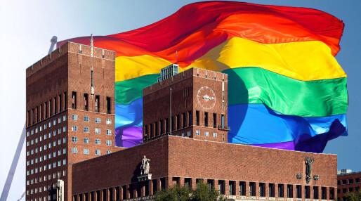 Rådhuset heiser regnbueflagget