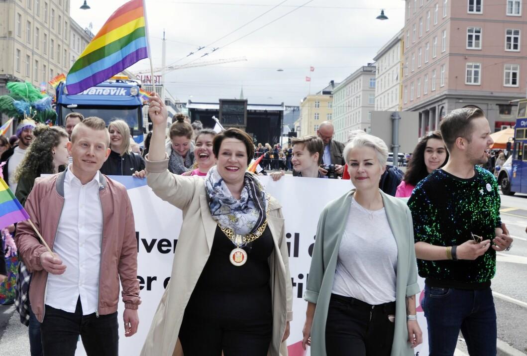 Ordfører Marte Mjøs Persen, her sammen med FRI-leder Ingtvild Endestad og Joakim Aadland.