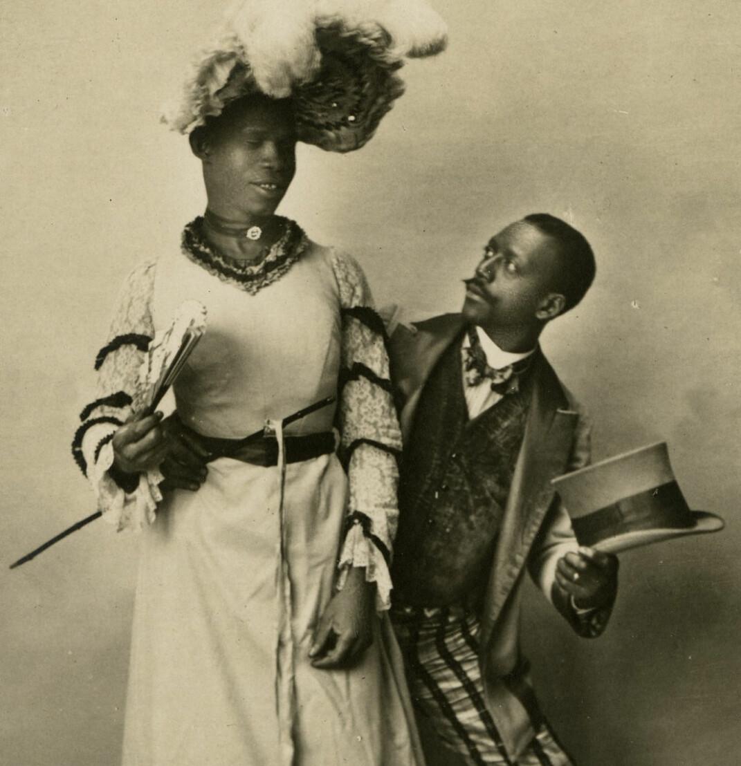 Det finnes ingen bilder av William Dorsey Swann. Det eldste bildet som er funnet av drag- artister, er fra en film laget i Frankrike av Louis Lumière i 1903. Danseren i kjole er Jack Brown fra Virginia i USA.