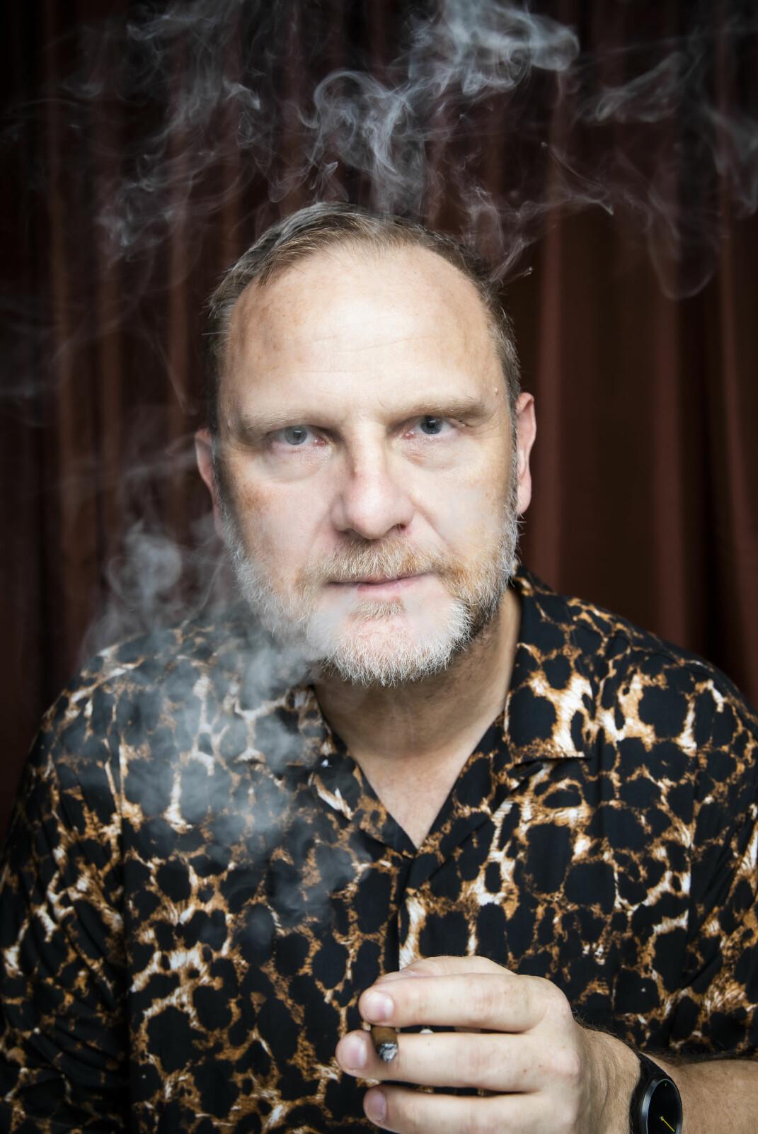 Skjorta med leopardmønster er av merket Gitman Bros. – Jeg fikk assosiasjon til Leif Hagen da jeg så den, og da var valget enkelt, sier Frank Rossavik.
