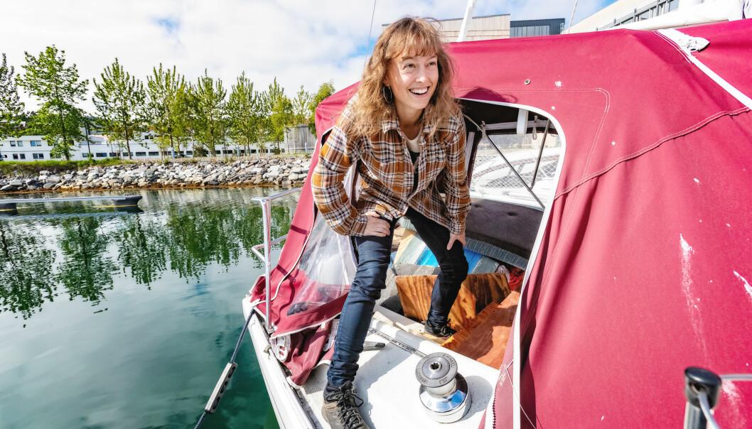 På Instagram heter Solvei Stenslie «Kaptein Soloppgang». Som er svært passende siden hun eier en 29 fots seilbåt. Selv om hun ikke er så glad i vann.