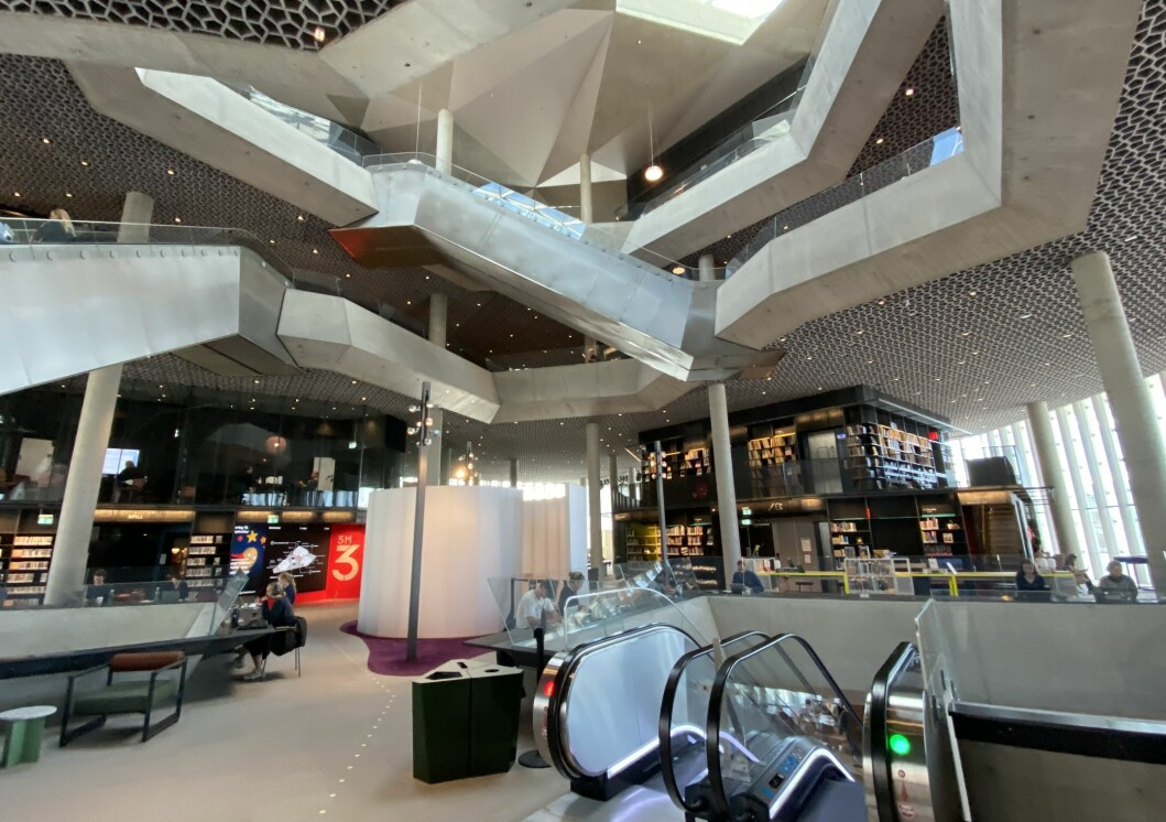 I juli og august i fjor hadde det gamle hovedbiblioteket på Hammersborg 49.000 besøkende. I samme periode i år besøkte 387.000 hovedbiblioteket i Bjørvika, en økning på svimlende 689 prosent.