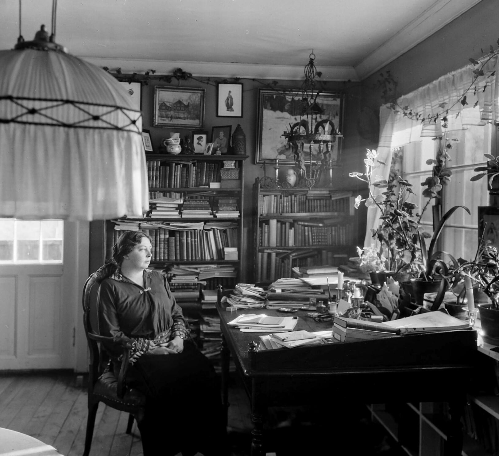 Ifølge Christine Myrvang, var Sigrid Undset dypt fascinert av den svenske dikteren Karin Boye.