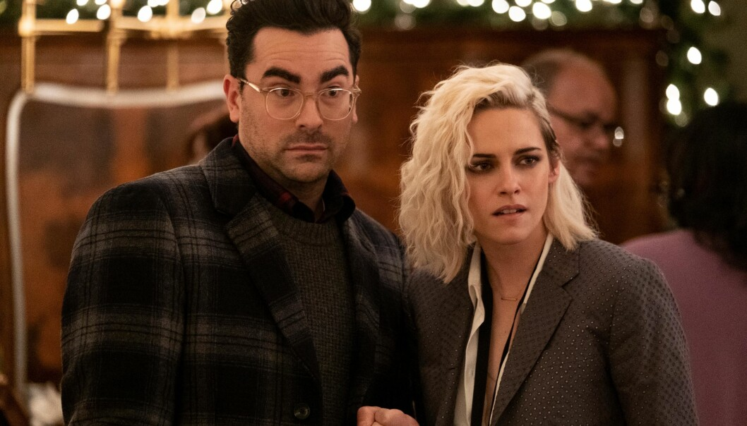 Dan Levy og Kristen Stewart i «Happiest Season».