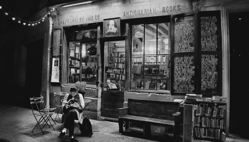 Amerikaneren George Whitman omdøpte sin egen bokhandel i 37 rue de la Bûcherie til Shakespeare and Company i 1964, som en hyllest til Sylvia Beach' butikk som ble stengt under andre verdenskrig.