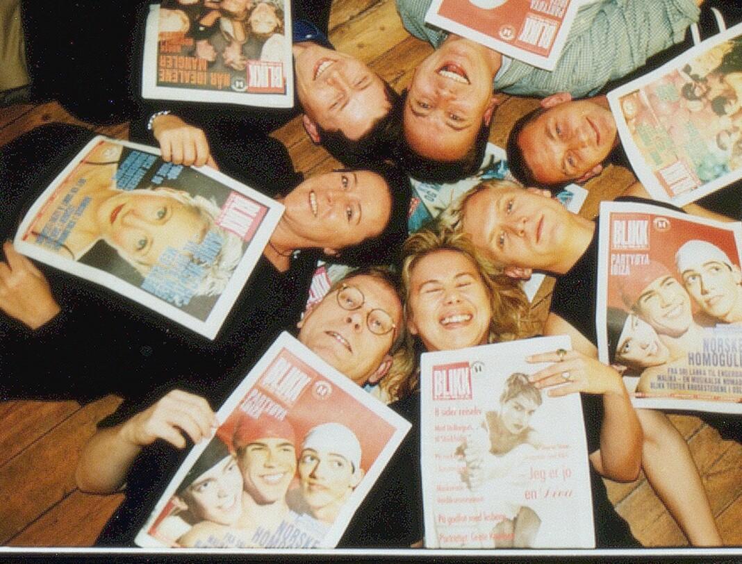 Her er Blikk- redaksjonen i 1998, Fra venstre med klokka: Arne Walderhaug (med briller), Lillian Jensen, Hans T. Wiig, Tom Ovlien, Tor Henning Pedersen, Thomas Persson og Maria. Hilde Holthe-Berg som tok bildet, var fotograf i Blikk.