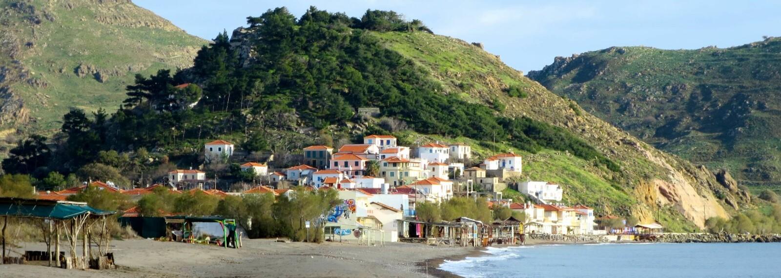 Byen Eresos vest på Lesbos, ble bygget på den grønne høyden, nå kjent som Vigla, bak dagens Skala Eressos. Myten sier at hun drev opplæring i lyrespill og diktning for unge kvinner på Vigla.