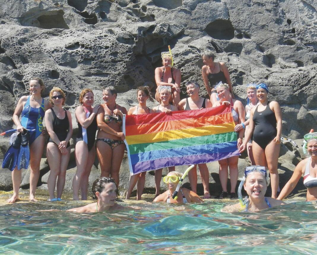 The Skala Women's Rock Group arrangerer en daglig svømmetur fram og tilbake til The Rock, klippen som ligger 400 meter fra stranda.