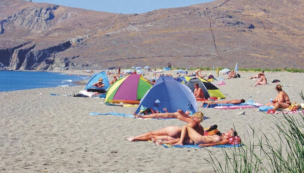 Siden 70-tallet har kvinner fra hele verden møtt hverandre i Skala Eressos og på stranda, og hver sommer oppstår det et sesongbasert lesbisk miljø som Tzeli Hadjidimitriou nå lager film om.