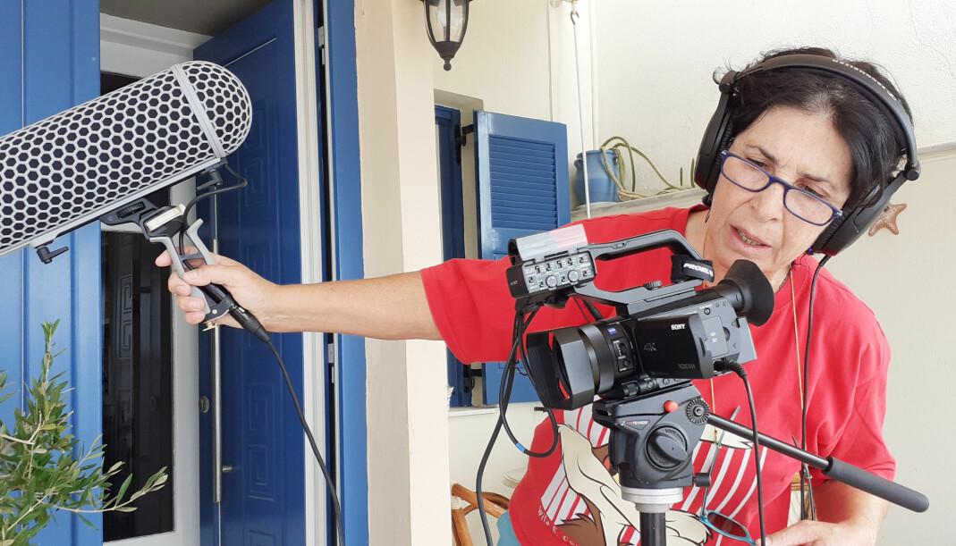 Tzeli Hadjidimitriou er ekspert på Sapfo, og jobber regelmessig som konsulent for BBC-TV på programmer om Sapfo og Lesbos. I 2016 var hun i Beijing med fotoutstillingen sin «Aura from the island of Sapfo».