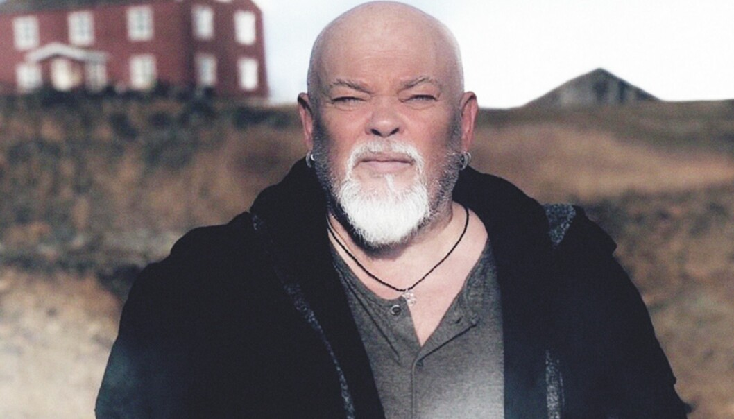 Her er Sven Henriksen i rollen som fengselsfuglen Lillebror.